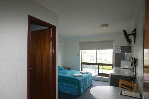 Buget queen room - Motel Accommodation Townsville - Cedar Lodge Motel
