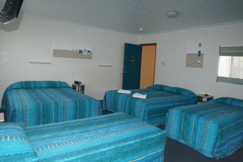 QQ2 5 share 6 - Motel Accommodation Townsville - Cedar Lodge Motel