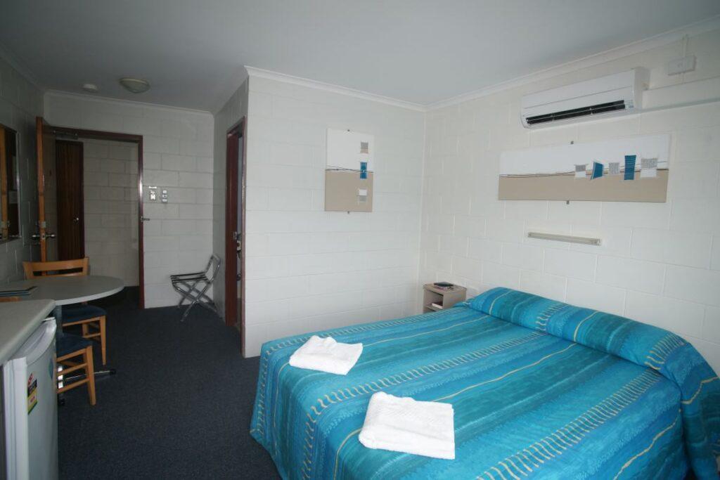 Queen single double - Motel Accommodation Townsville - Cedar Lodge Motel