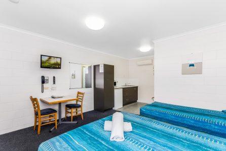 QUEEN TWIN/TRIPLE Motel Accommodation Townsville - Cedar Lodge Motel
