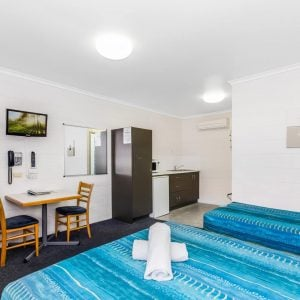 QUEEN TWIN/TRIPLE Motel Accommodation Townsville - Cedar Lodge Motel