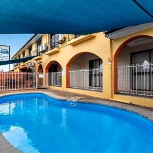 Pool cedar - Motel Accommodation Townsville - Cedar Lodge Motel
